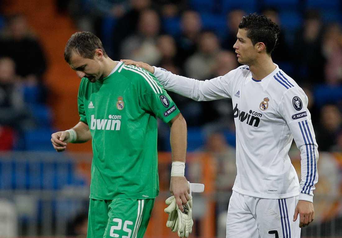 Ronaldo klappar om Dudek.