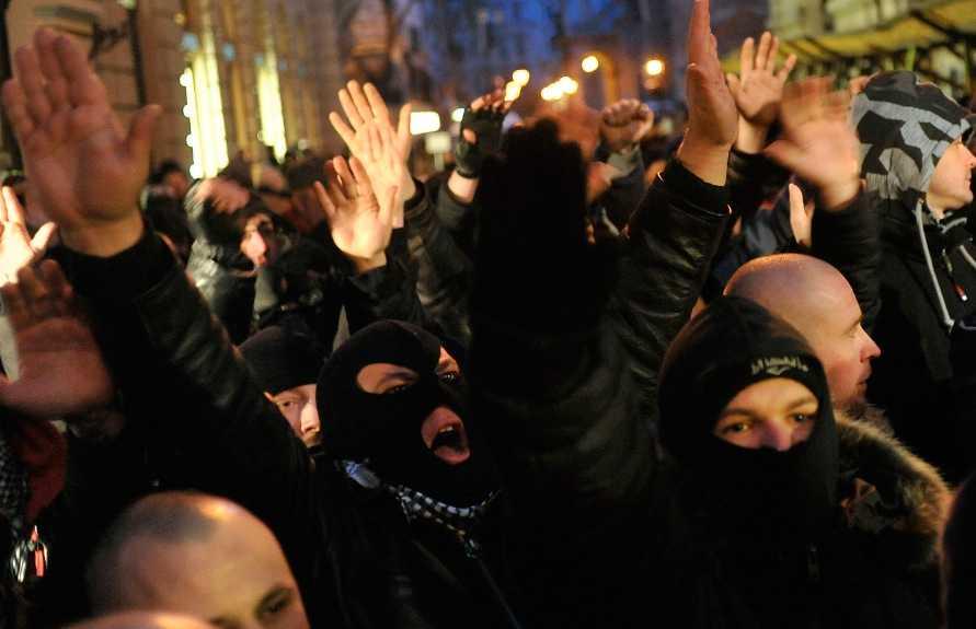 """Tredje största parti Anhängare av det ungerska extremistpartiet Jobbik protesterar i Budapest. I måndags föreslog Márton Gyöngyösi från partiet att listor på judar som är en """"nationell säkerhetsrisk"""" borde upprättas."""