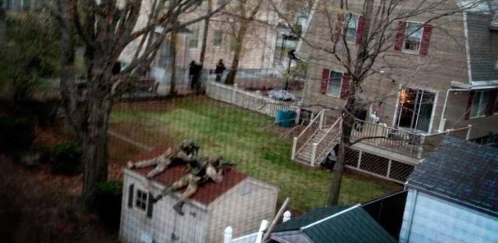 Krypskyttar är utplacerade i området Watertown i jakten på bombmannen.