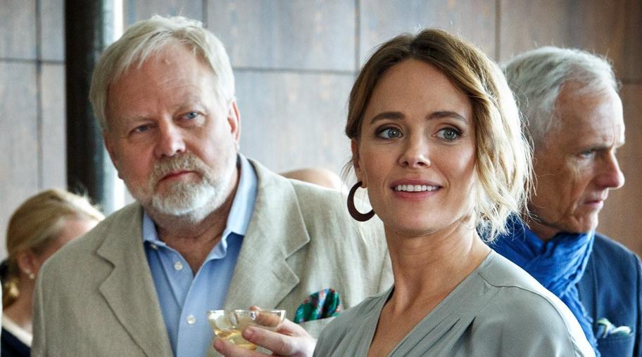 Peter Apelgren och Katia Winter som Eric och Suzy Kenneby.