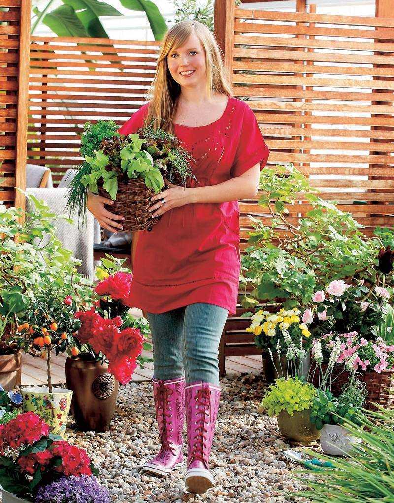 Med trädgården i krukor så är det lätt att möblera om den efter väder – och humör.