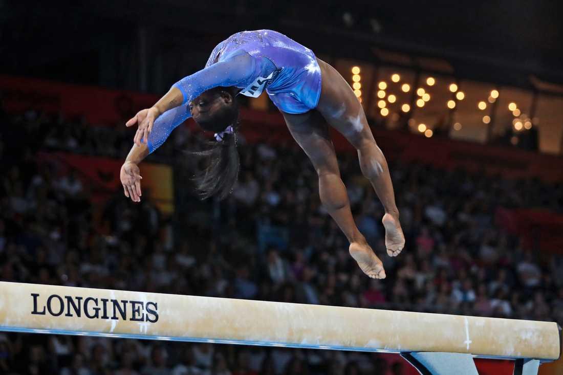 Simone Biles tog guld i bom och i fristående och står på 25 VM-medaljer i karriären. Ingen har varit lika framgångsrik som amerikanskan.