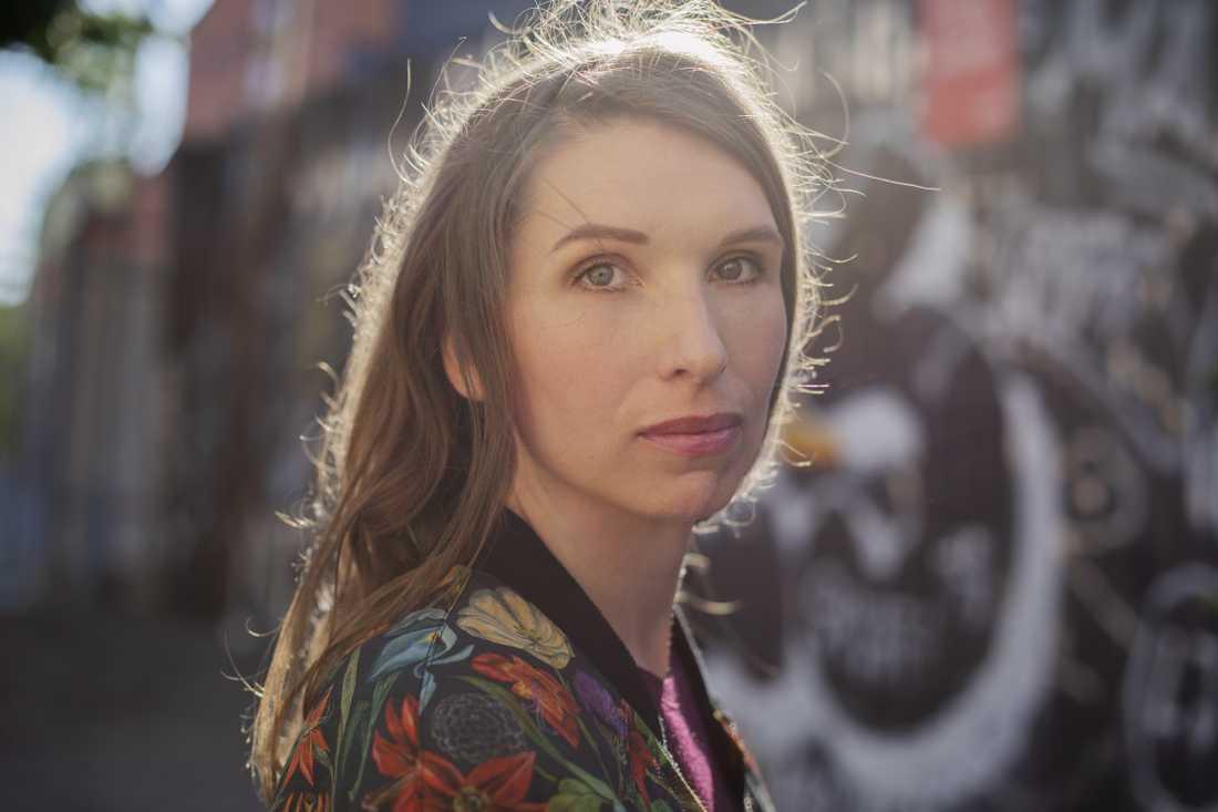 Marit Furn, född 1977, är författare, journalist och bildkonstnär.