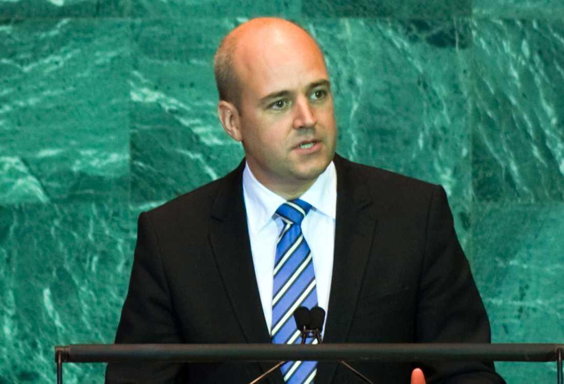 FÖRE SLIPSBYTET Reinfeldt har tidigare främst burit trekantiga stilrena knutar.