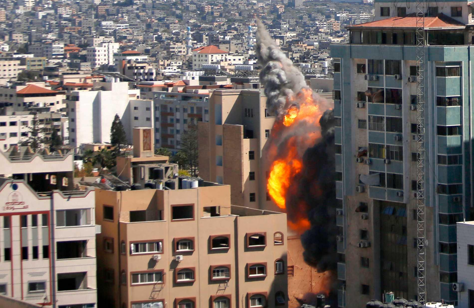 Här slår Israel till mot byggnaden.