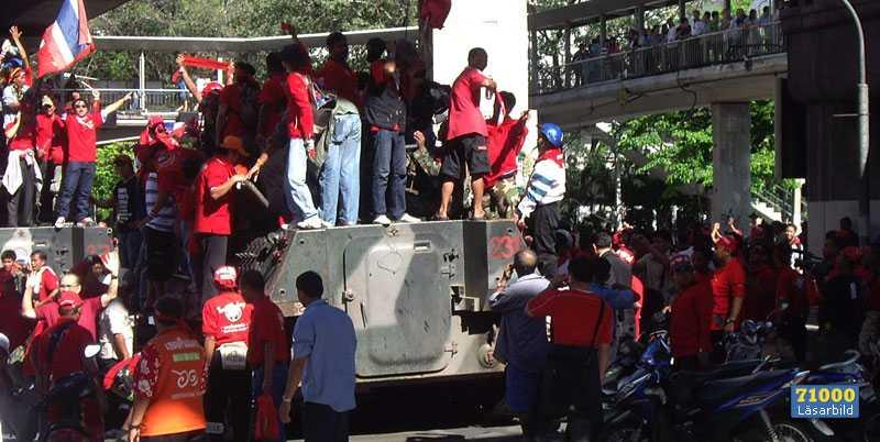 Malin och Johan Hultner såg pansarvagnarna kapas av demonstranterna.