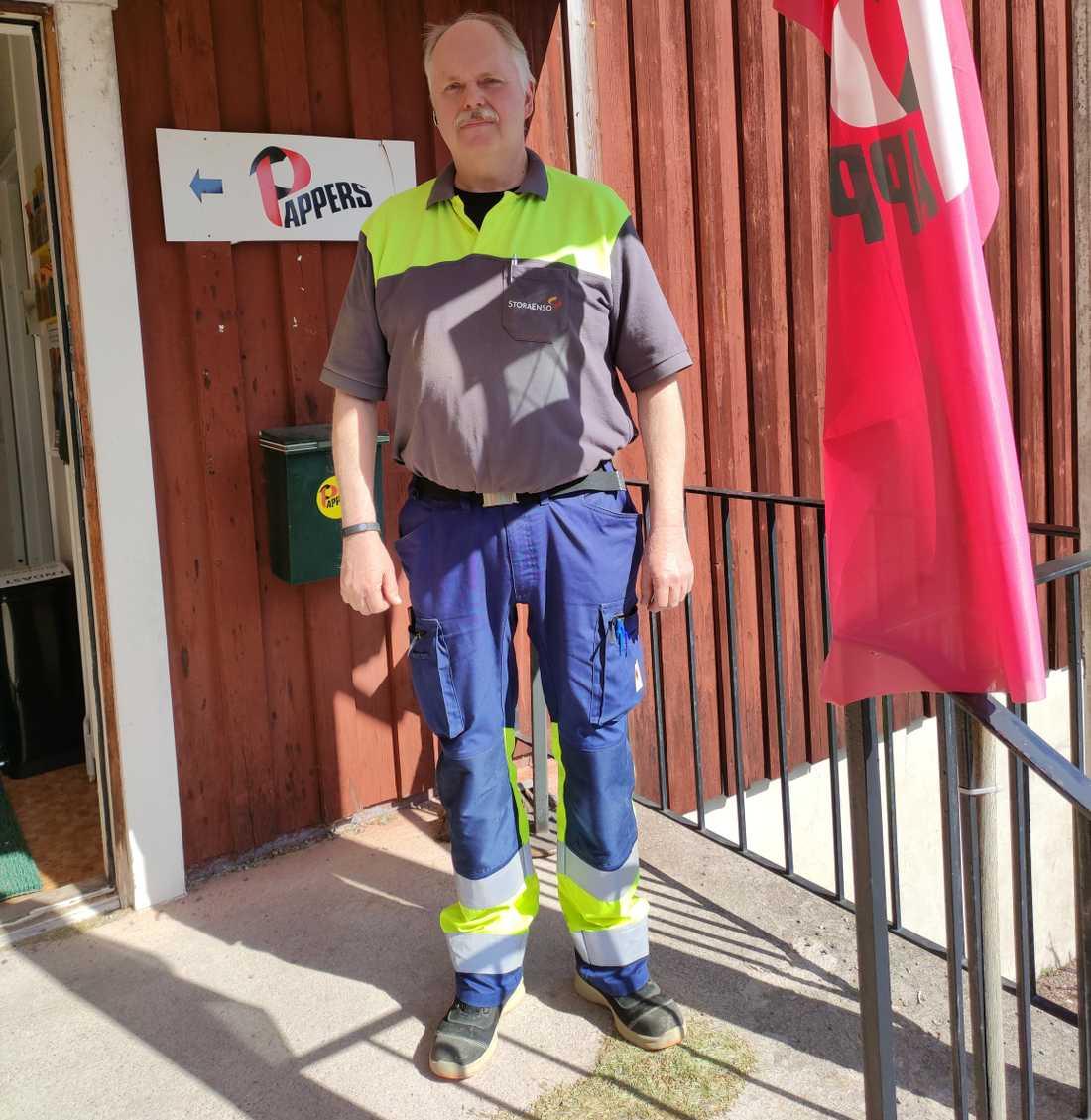 Anders Pettersson jobbar på Kvarnsvedens pappersbruk. Nu ska det läggas ner.
