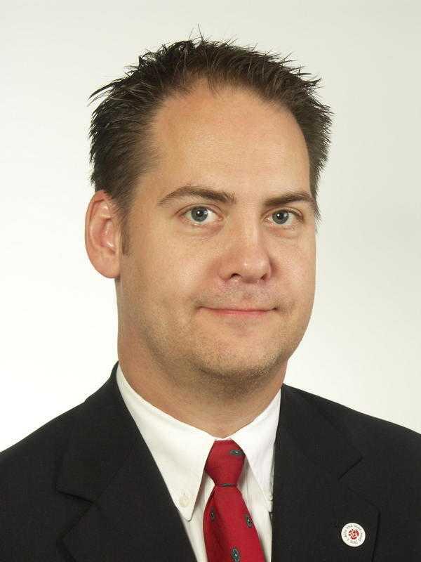 Kenneth G Forslund (S).