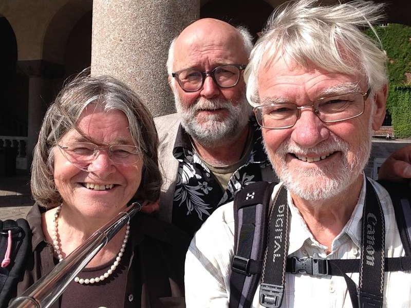 Tittut! Aftonbladets reporter Svante Lidén smög upp bakom de danska turisterna Agnethe och Fleming Larsen vid stadshuset i Stockholm och tog en selfie med sin selfiepinne i somras.