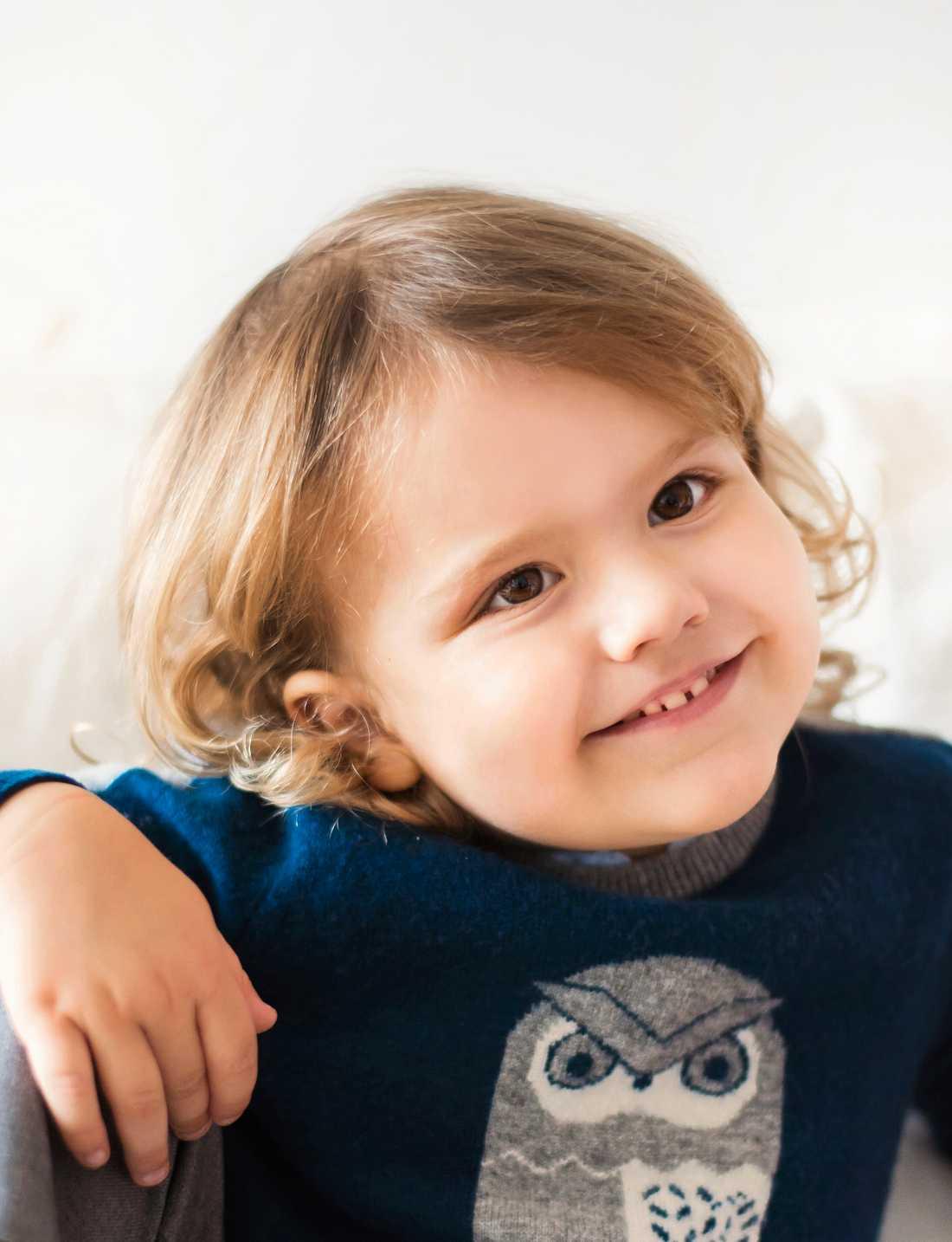 Prins Alexander, här tre år gammal, firar sin fyraårsdag utan den övriga kungafamiljen på plats.