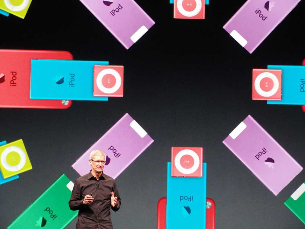 Tim Cook passade även på att presentera nya Ipod Nano.
