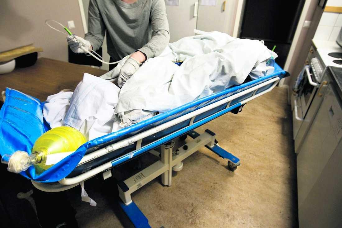 VILL INTE LEVA Aftonbladet har i går och i förrgår berättat om Kim, 31, som i 26 år levt med respirator. Nu orkar hon inte leva längre och har i ett brev till Socialstyrelsen bett om att få hjälp att dö.