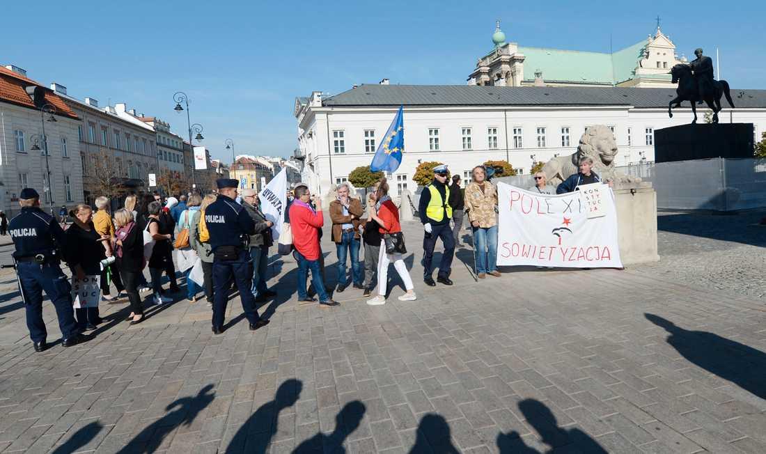 En protest mot den polska regeringens rättsreformer i Warszawa i fjol. Arkivbild.