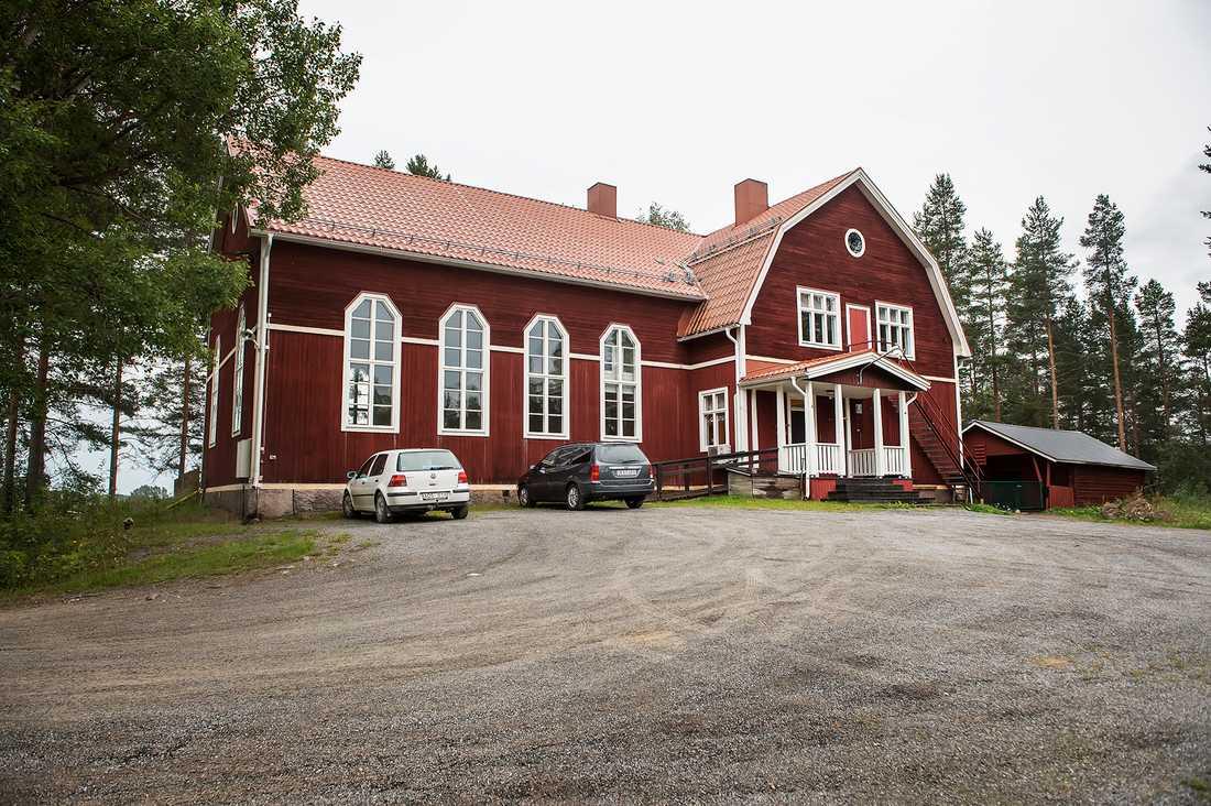 Bönehuset i Gummark har hållit öppet för att ge stöd åt dem i byn som vill.