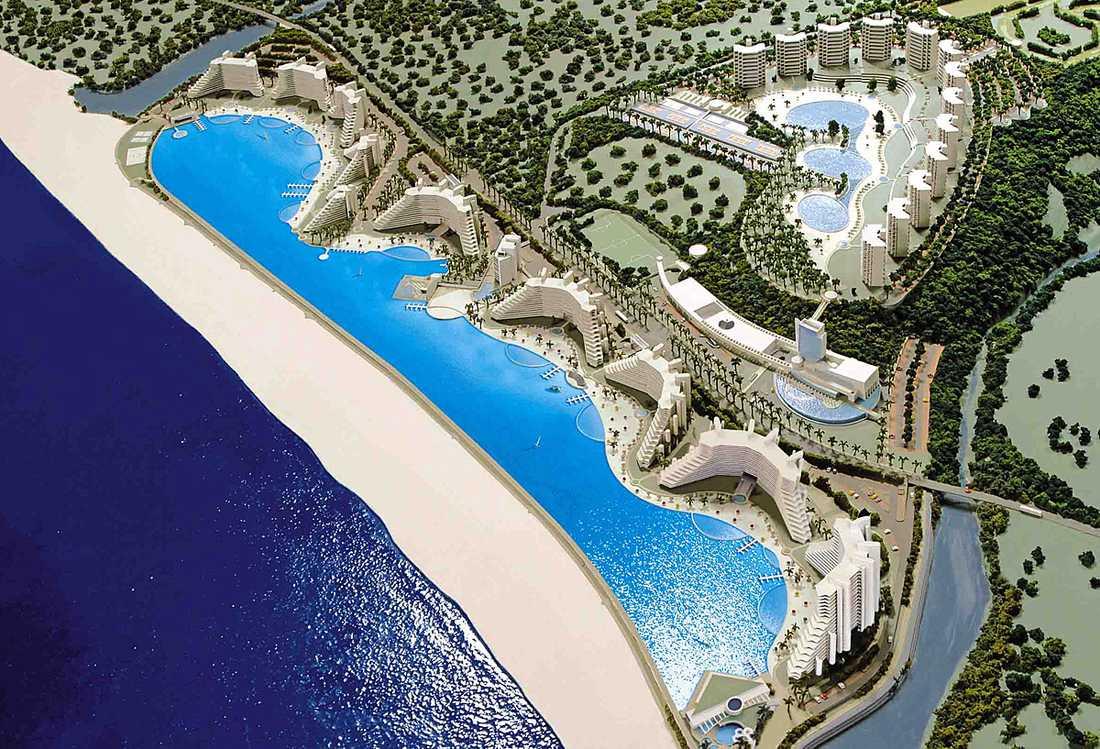 Den jättelika poolen rymmer 250 miljoner liter havsvatten.