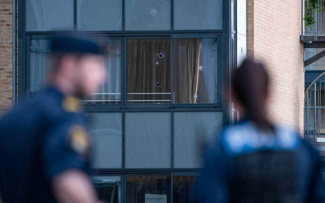 Skott avlossades mot två lägenheter i Kristianstad.