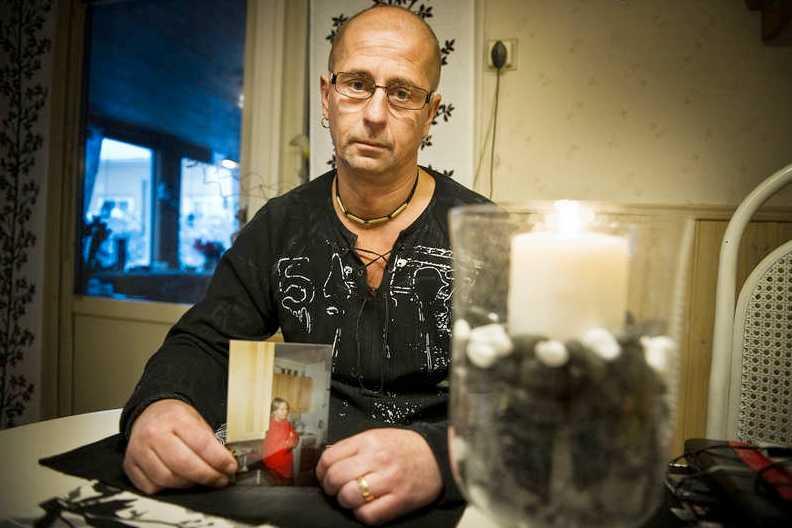 Saknar sin syster Sissi Johanssons bror Jorma Aspedike fick ett samtal från grannar som berättade att hans syster omkommit i en brand.