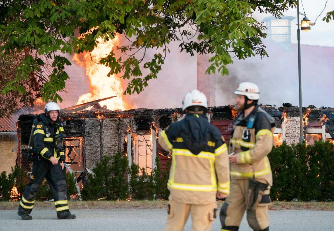 Vid branden i Alnarp tidigt på onsdagsmorgonen förstördes en stor, äldre förrådsbyggnad i trä.
