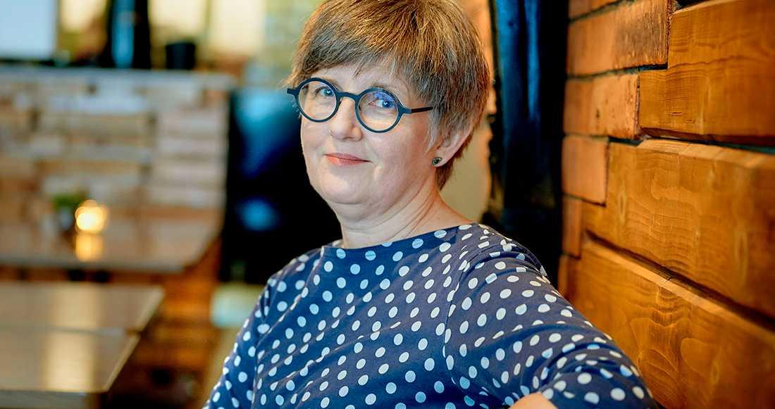 """Christina Wahldén har skrivit 70 böcker och är nu aktuell med """"Cyklonvarning"""", som utspelar sig i australiska staden Darwin."""