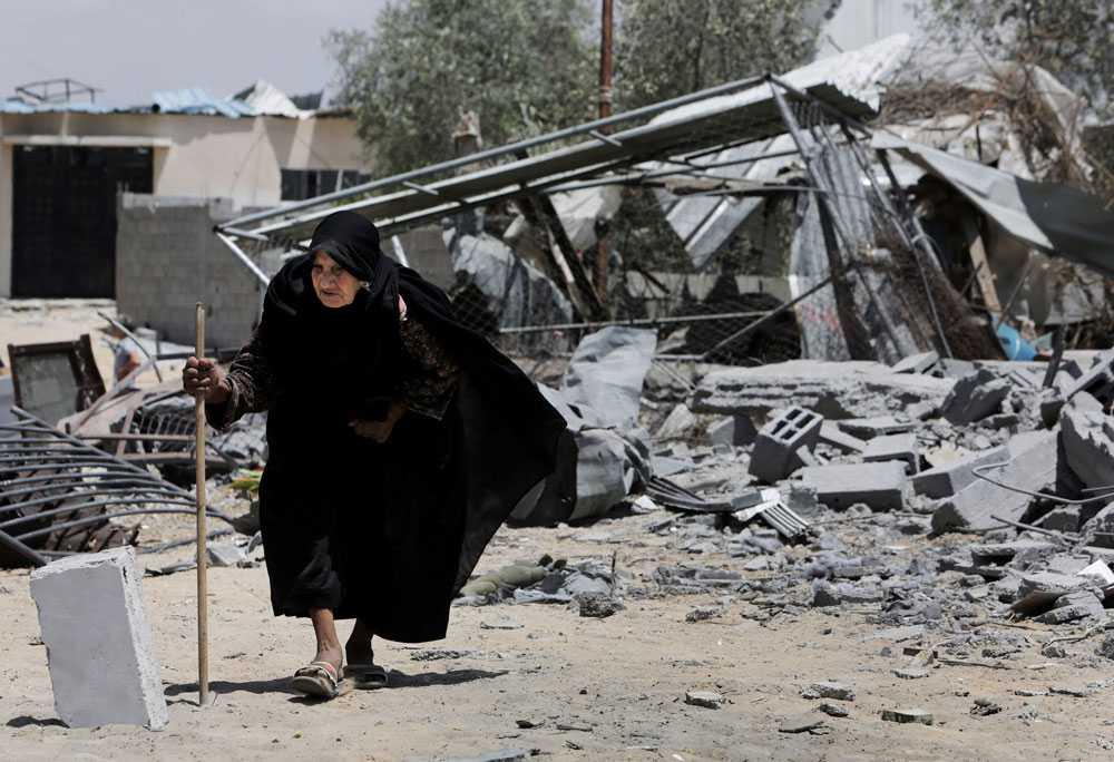 På morgonen den 4 augusti deklarerar Israel ett eldupphör som gäller till kl 16 svensk tid. Enligt flera nyhetsbyråer bombas mål i Gaza ändå. Det är oklart vem som står bakom attackerna.