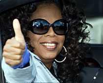 Höger tumme upp Oprah Winfrey är vänsterhänt.