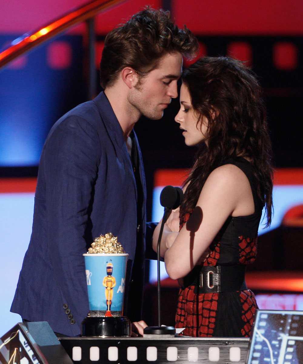 """– När du träffar människor som du vill ge dig ut på en kreativ resa med så känns det så intensivt och spännande. Det är så påtagligt. Man bara känner att """"det är han"""", berättar Stewart om första mötet med Pattinson."""