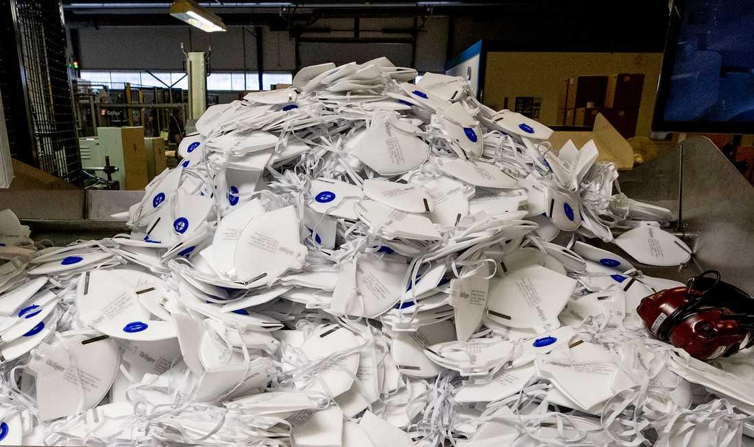 Amerikanska affärsmän försökte köpa loss en last med ansiktsmasker .