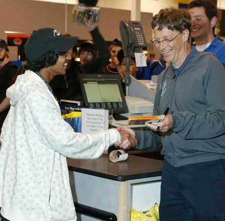 Microsoft-grundaren Bill Gates sålde det första spelet.
