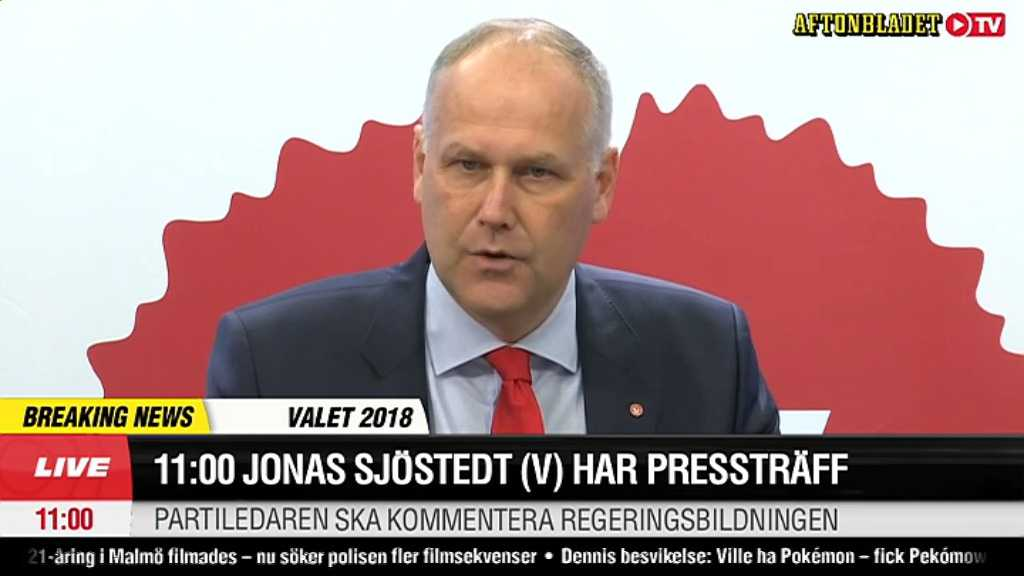 Jonas Sjöstedt (V) håller pressträff.