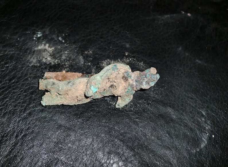 Skulpturen är från bronsåldern och smugglaren Fayeez, säger att han grävt fram den ur en grav själv.