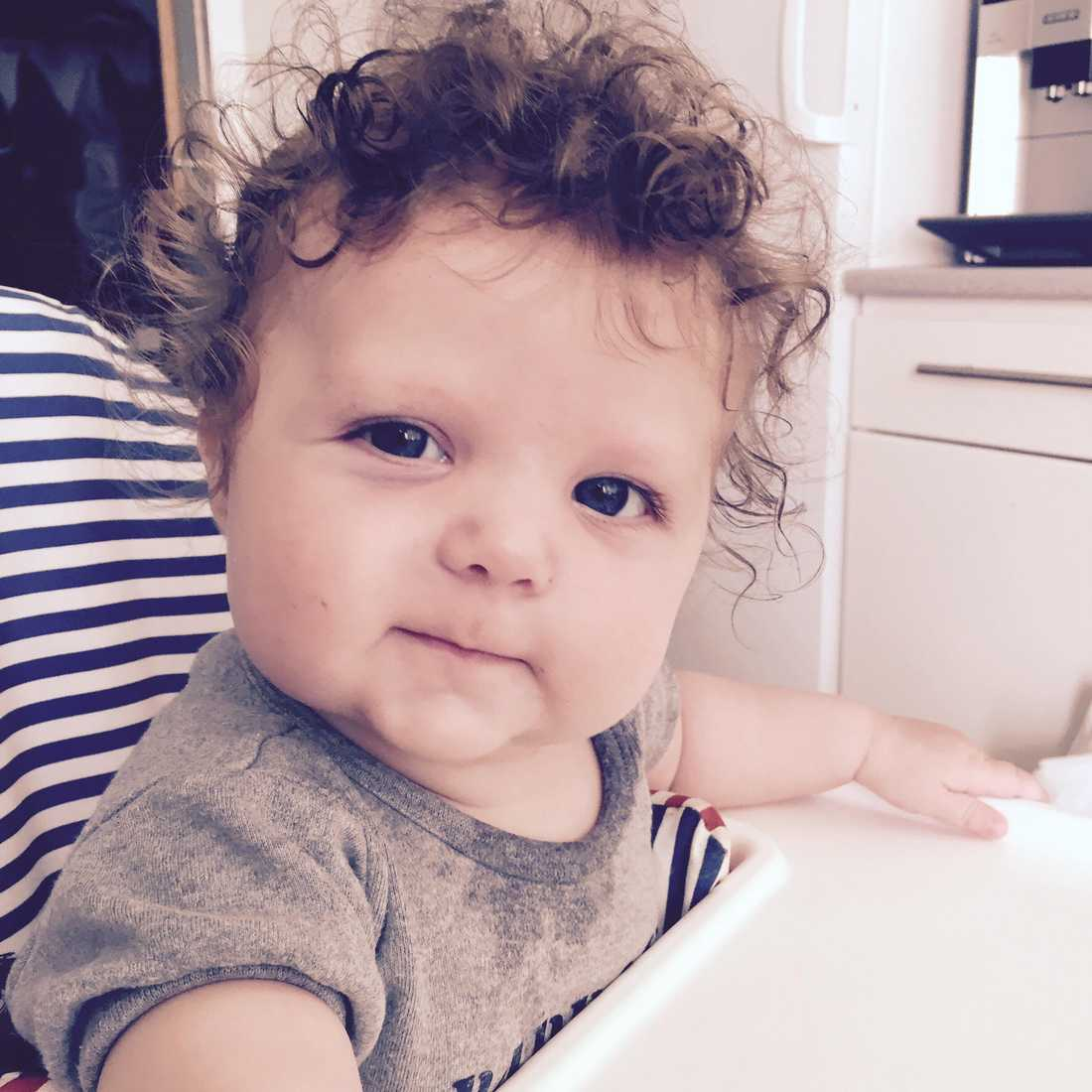 """Laila Fredriksson från Uppsala: """"Min dotter föddes också peruk... nu är hon fyra år och vi har redan klippt cirka tre-fyra decimeter av hennes hår""""."""