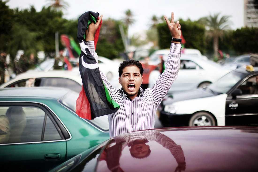 Firande på tripolis gator efter Gaddafis död.