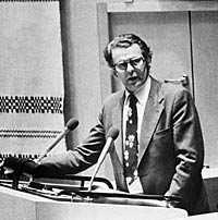 fälldin teg om namnen i riksdagen 9 maj 1978. Statsminister Thorbjörn FÄlldin har lovat att i riksdagen avslöja vilka politiker som är med på rikspolischefens lista över bordellkunder och spänningen är stor. Men Fälldin har ändrat sig: eftersom hans eget namn finns med är listan inte trovärdig och han vägrar avslöja vilka de andra namnen är.