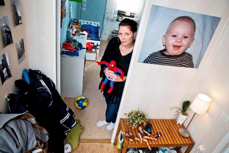 """Vänjer sig aldrig Emilie Oldvén Liljeqvist har firat tre jular utan sin Liam, i dag sju år. """"Jag visar inte för honom att jag är ledsen"""", säger hon."""