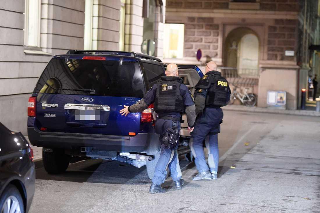 Polisens insatsstyrka vid riksdagen.