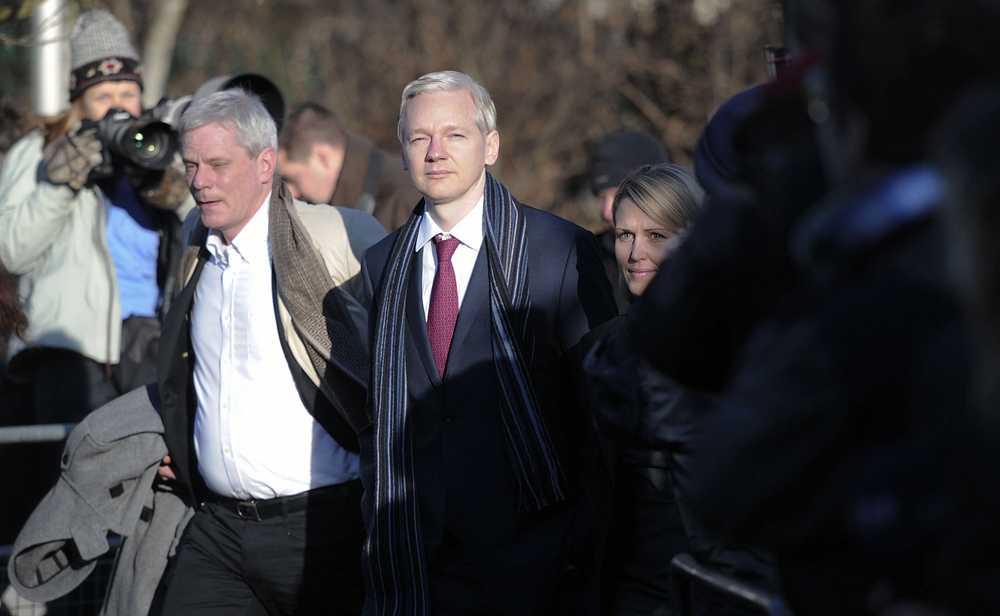 Dag 2 Julian Assange anländer till en andra dag i rätten i London.