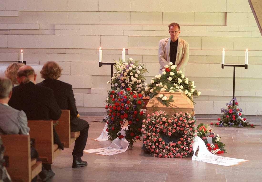 Per Ragnar på Ted Gärdestads begravning.
