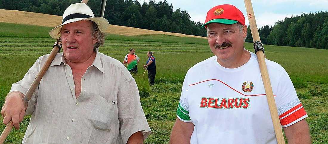 Nya polare  Gerard Depardieu protesterade mot höga skatter i Frankrike och flydde till Ryssland där Vladimir Putin (till vänster) tog emot med öppna armar. På sistone har Depardieu även blivit kompis med vitryske diktatorn Alexander Lukasjenko.