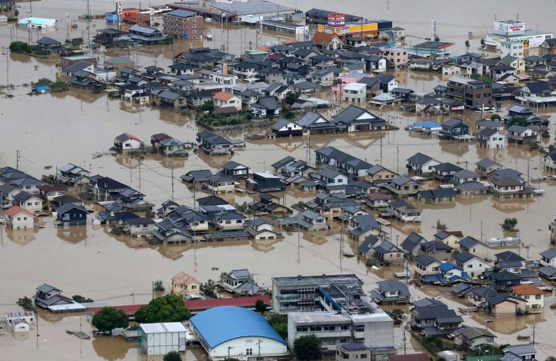 Översvämmade hus i Kurashiki, Okayama i Japan.