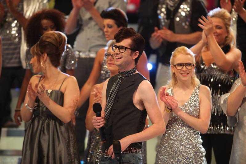 Timo Räisänen i Buddy Holly-outfit.