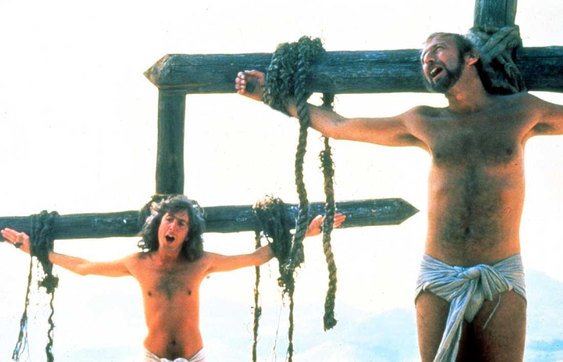 """Eric Idle och Graham Chapman i slutscenen av """"Life of Brian"""". Arkivbild."""