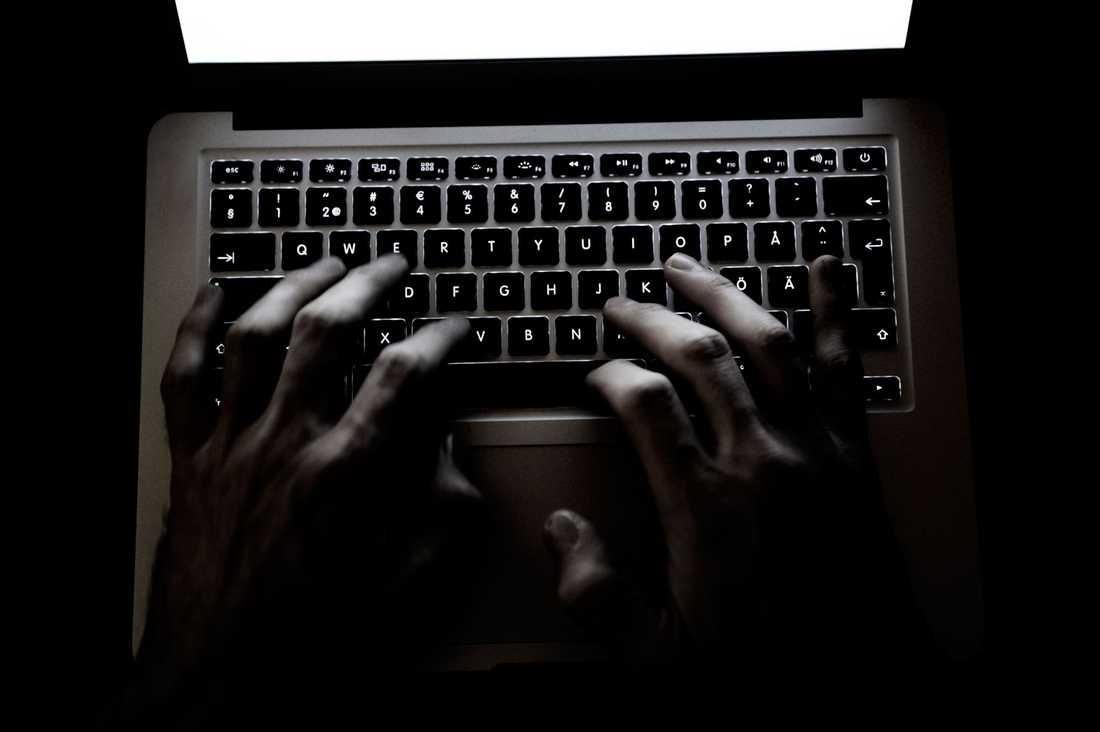 Att vara anonym på internet är ingen mänsklig rättighet. Men att leva i frihet från hot och våld är det, skriver advokat Elisabeth Massi Fritz.