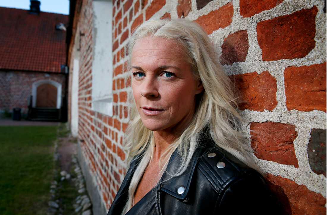 """""""Vi har en moralisk skyldighet att hålla våra gränser öppna för dom som behöver vår hjälp"""", skriver operastjärnan Malena Ernman."""