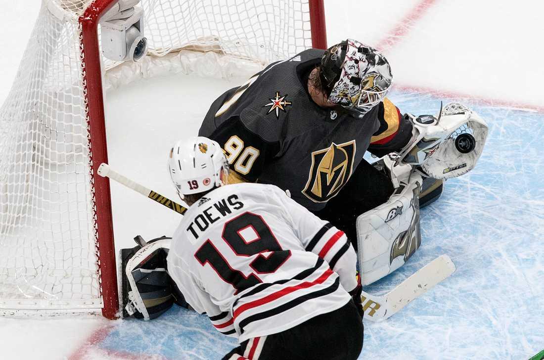 Robin Lehner stoppade 22 puckar i Vegas-målet när Chicago besegrades i den andra åttondelsfinalen i Stanley Cup.