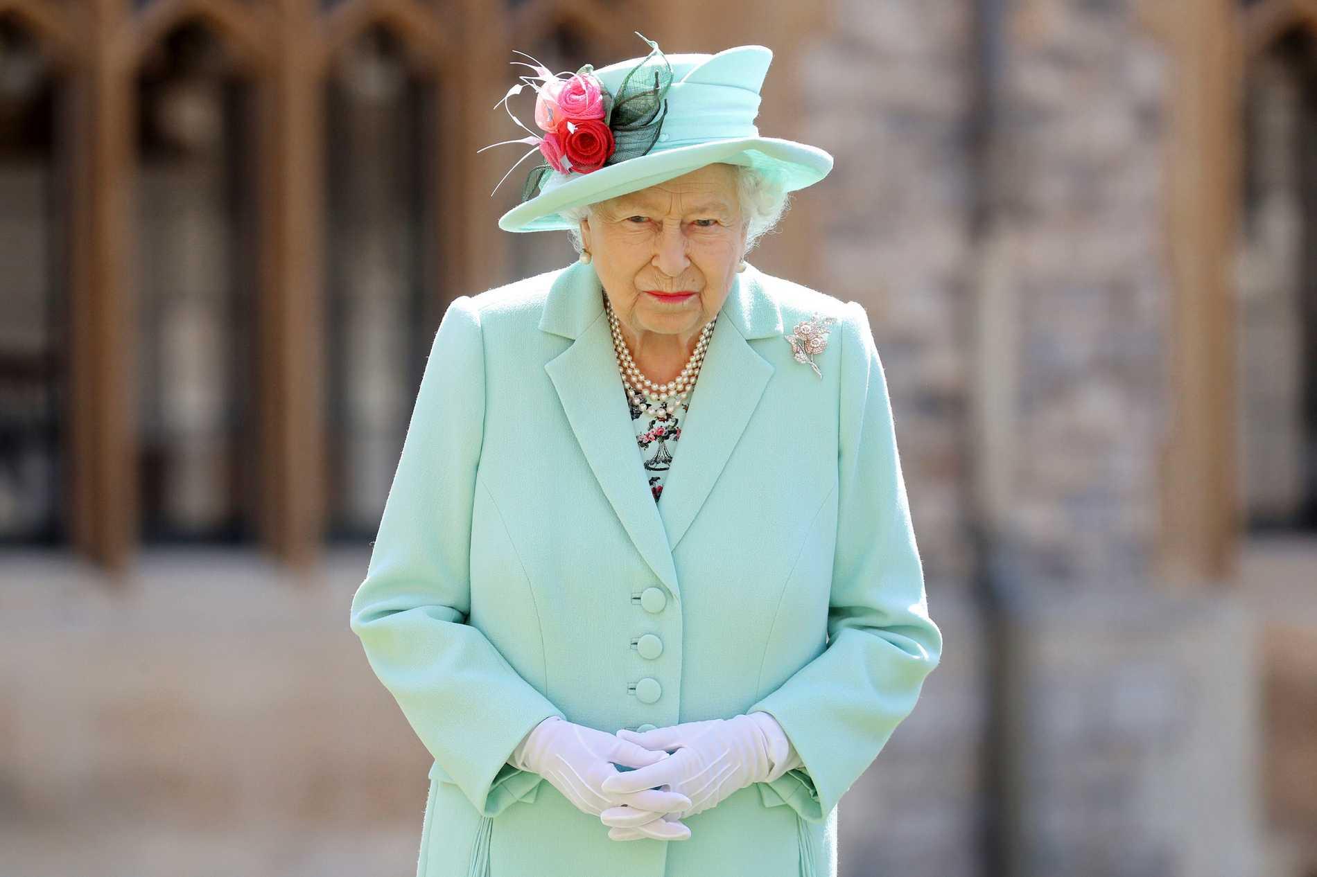 Enligt uppgifter till brittisk press kommer prins Harry att tvingas stå till svars inför sin 94-åriga farmor.