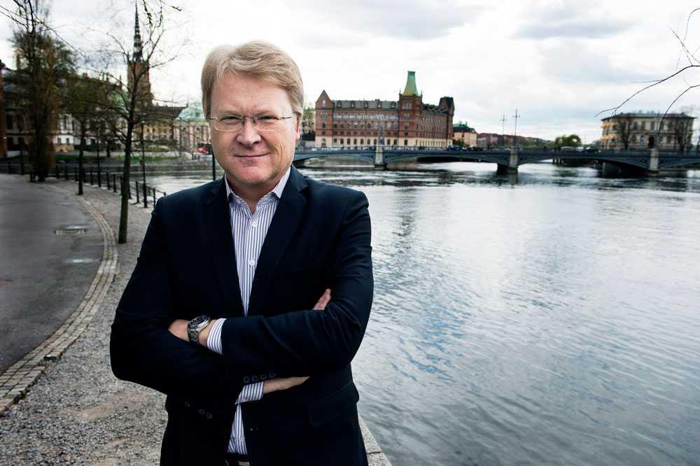 Lars Adaktusson, KD, kommenterar beskedet på sin hemsida.