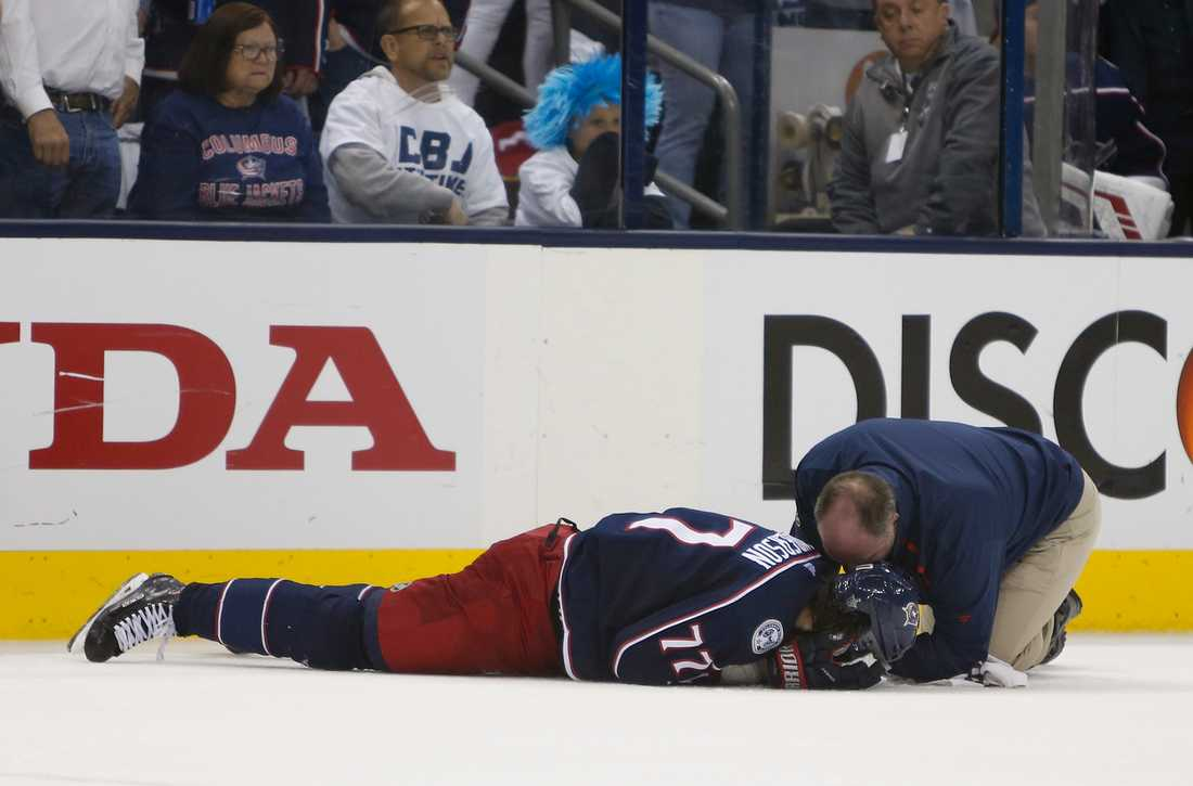 Josh Anderson blev sänkt av Bruins-backen Charlie McAvoy.