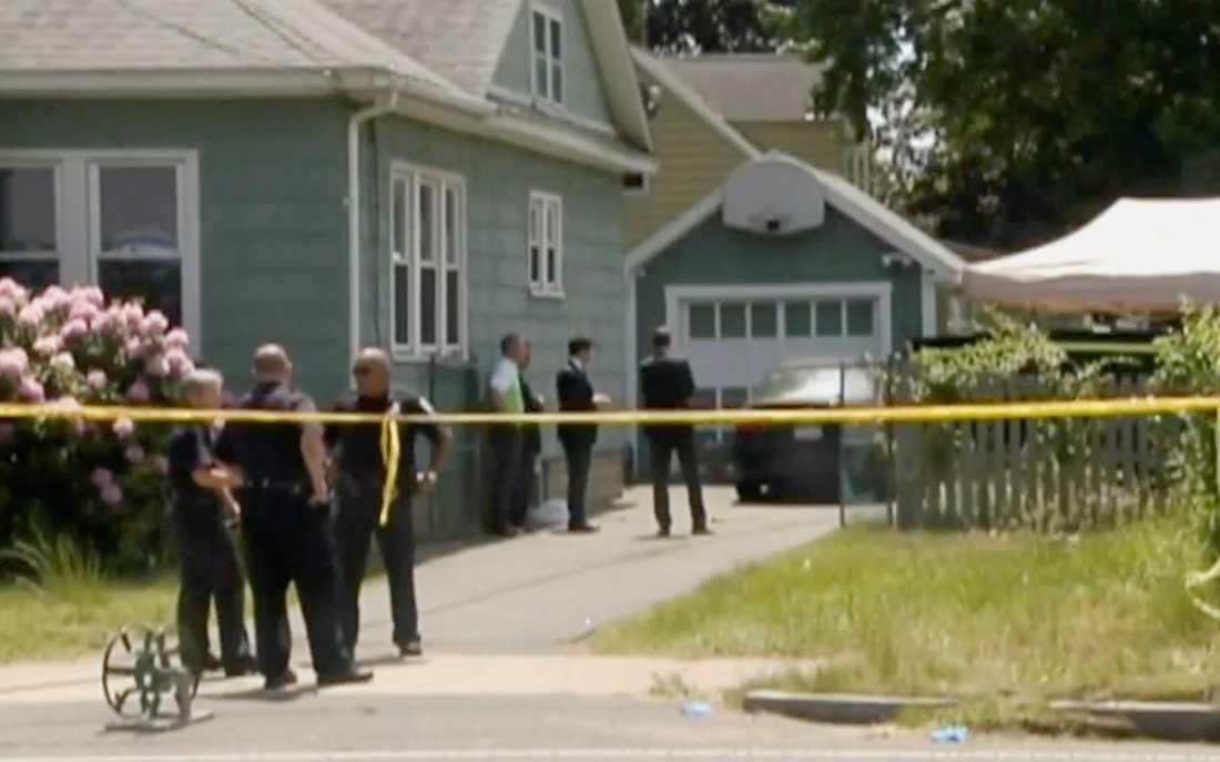 Polisen gjorde en husrannsakan i Stewart Weldons hus .