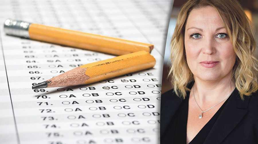 I stället för att ytterligare riskera sin hälsa väljer många lärare att sluta och ta det stora ekonomiska avbräck som det innebär, skriver Johanna Jaara Åstrand.