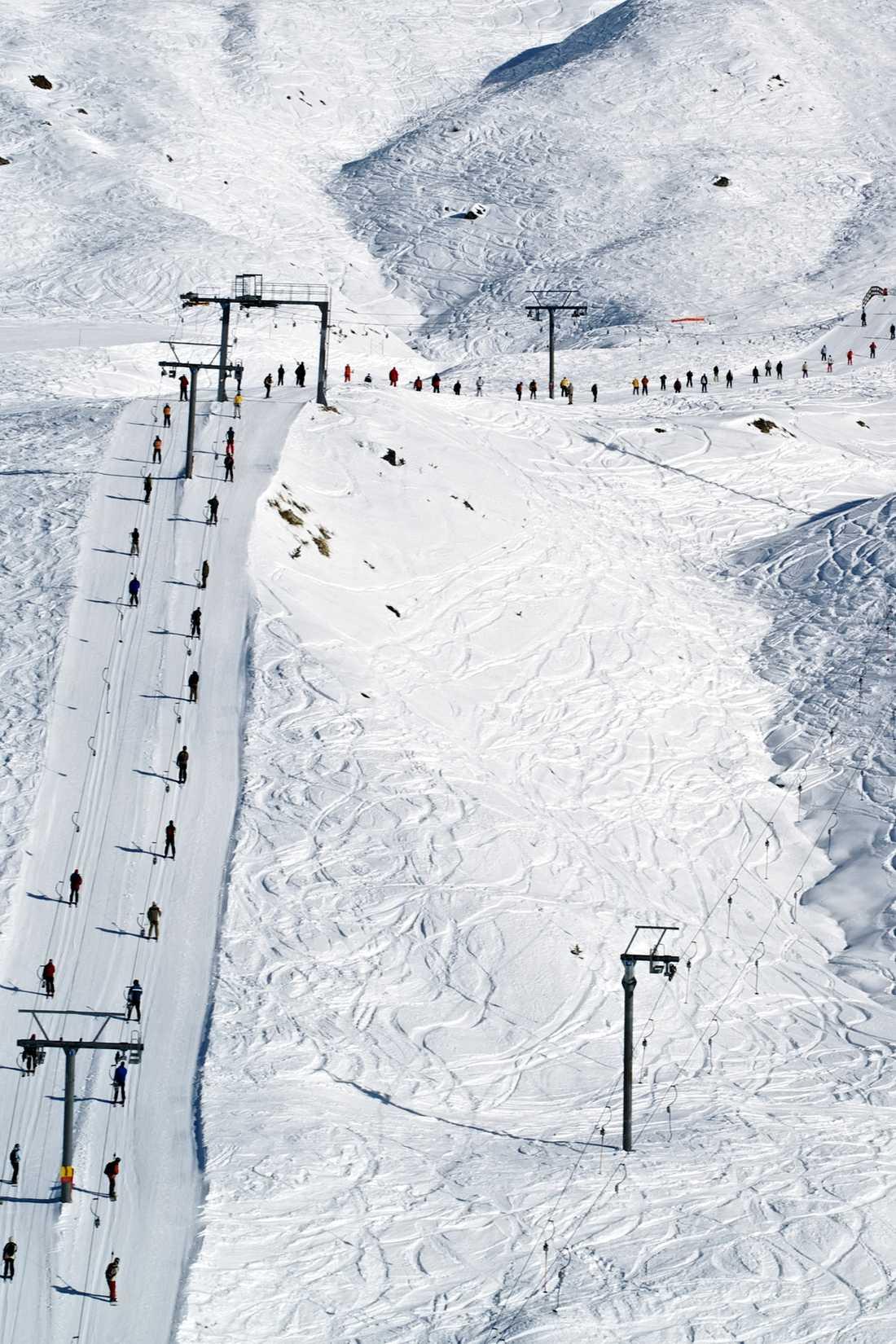 Skidområdet i schweiziska Veyzonnaz är ett märkligt plockepinn av liftar, pister och långa transporter. Verbier-sidan är generellt modernare, men du får mer folk och kaxigare attityd i pisterna.